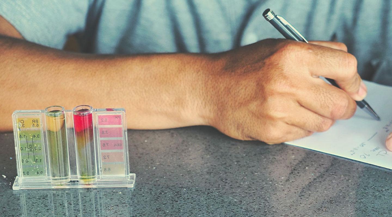 Testkits met kleurenkaarten